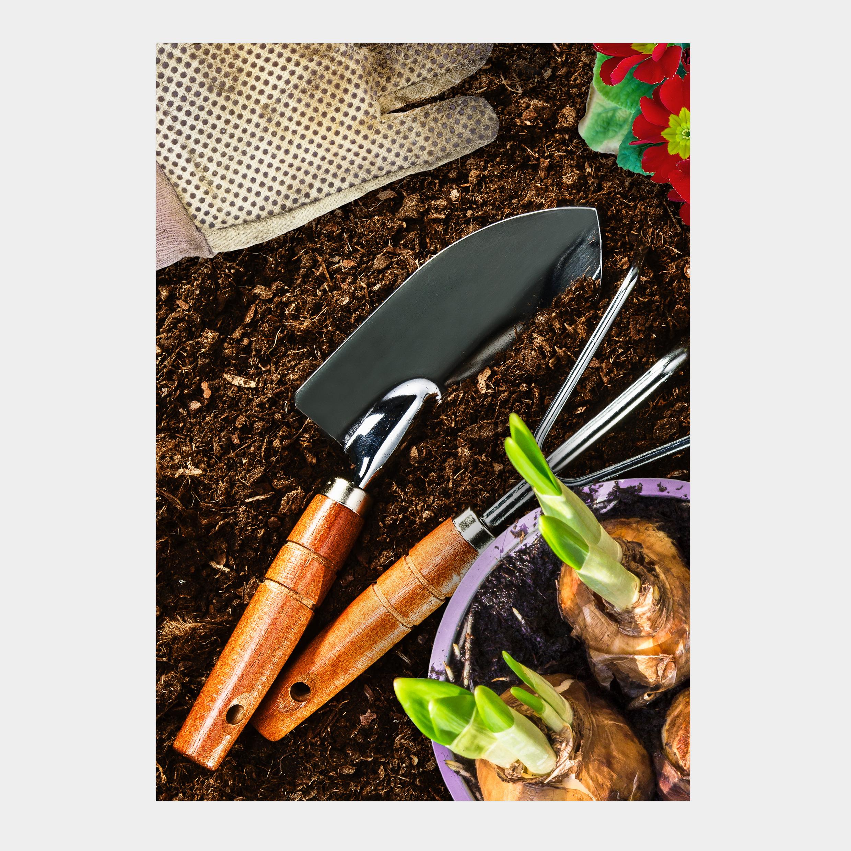 Gardening theme funeral order of service. Gardening funeral stationery. Gardening theme funeral. Tools, vegetable garden, flowers. Gardener.